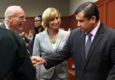 判決を聞いて、弁護団と握手するジマーマン(右) from nbcnews.com