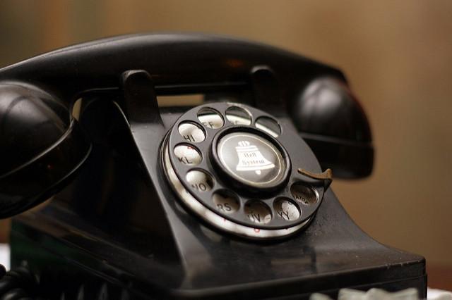 アメリカで電話をかけるって大変かも...